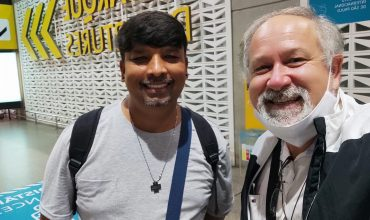 Meeting in a Brazilian Airport: Brothers João Batista, back in Brazil from East Timor, and Paul Samuel Bhatti, from Tabatinga to South Africa (LaValla200>). #MaristsOfChampagnat Journing Together as Global Family